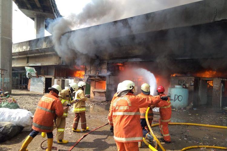 Fire destroys 100 homes under Pluit toll overpass