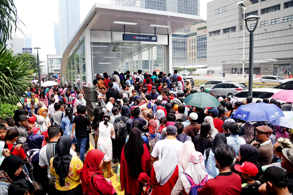 MRT packed with passengers on election day
