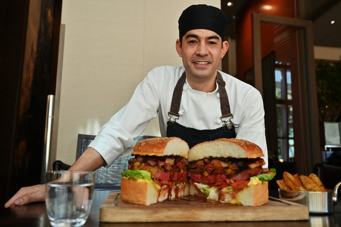 Emperor burger: Tokyo chef whips up $900 monster for new monarch