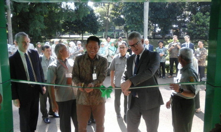 Director general of IRRI Mathew Morell together with the head of Agriculture Ministry's Research and Development Agency (Balitbangtan) Fadjry Djufry officiated IRRI country office in Indonesia