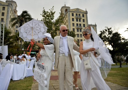 Dinner in white in Cuba: a French picnic and American ambience