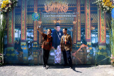 Guests take selfies in front of a picture of the king. JP/Maksum Nur Fauzan