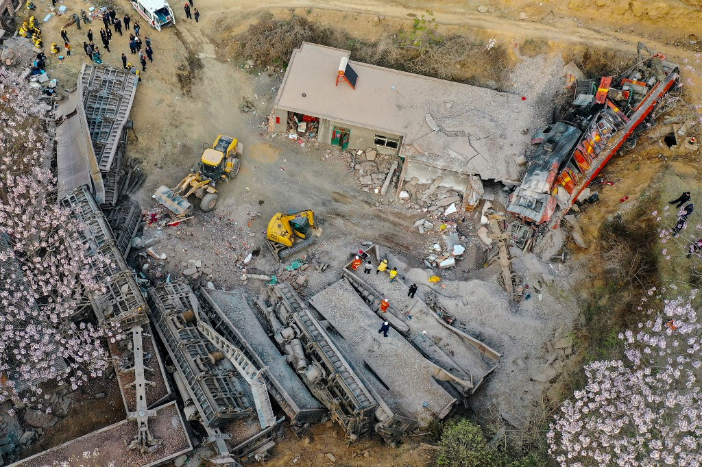 Six killed as train derails, hits house in China