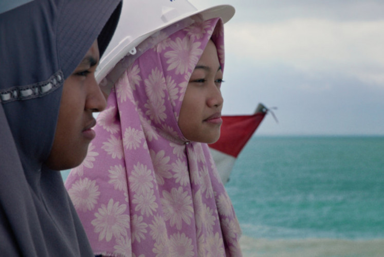 Intan Utami (left) and Nuha Anfaresi (right) in one of the scenes of 'Inventing Tomorrow', directed by Laura Nix.