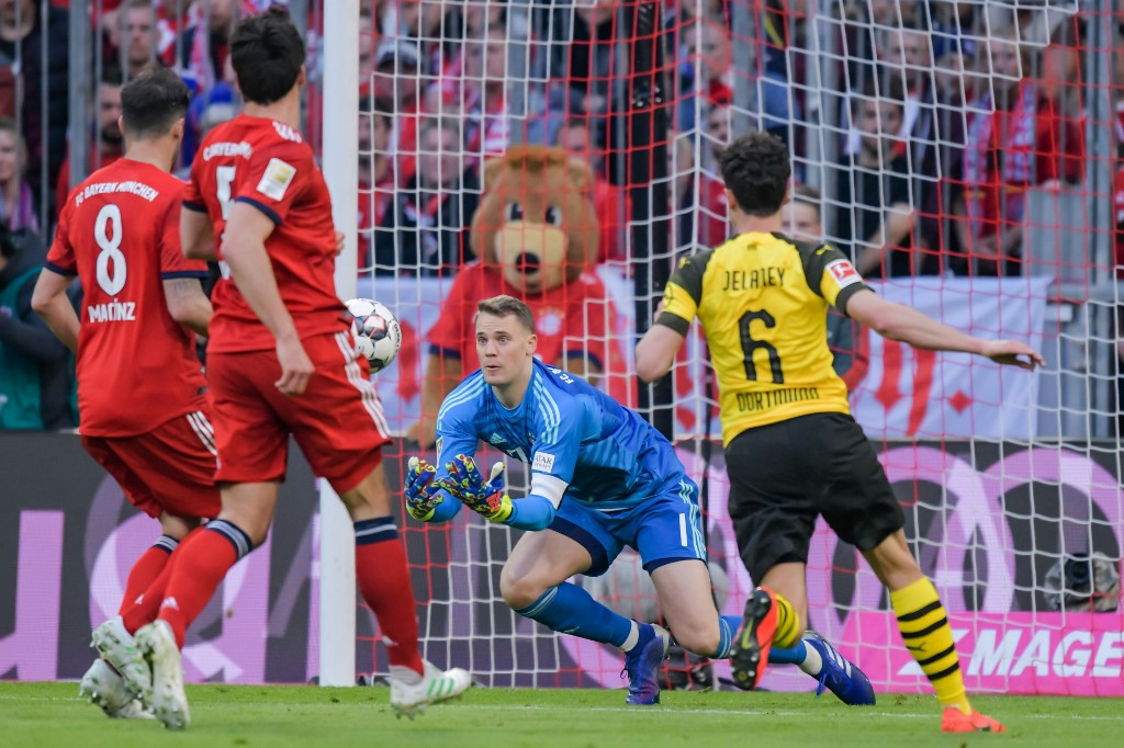 Bayern's title hopes hit as Neuer out for two weeks with calf injury