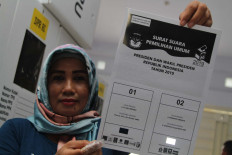 An official holds up a special ballot to be used by blind voters at the Kendari General Elections Committee (KPUD) warehouse in Southeast Sulawesi on April 8. The Kendari KPU provided a braille template for 1,942 ballots to aid blind voters. Antara/Jojon