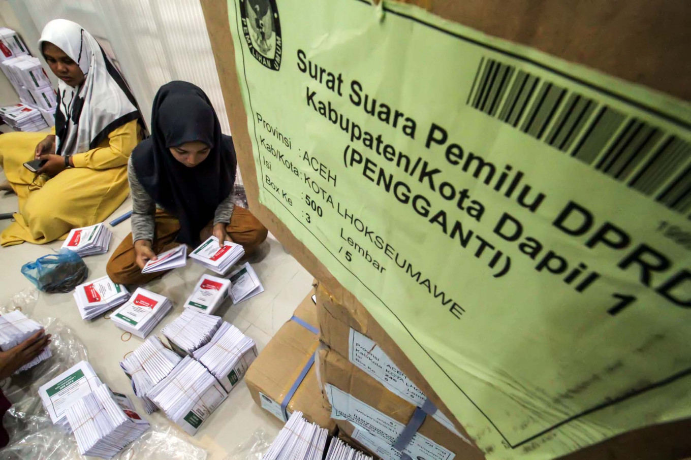 Freelance workers sort and fold substitute and additional ballots at the Lhokseumawe Independent Elections Commission (KIP) in Aceh on Friday. The local KIP received 5,912 substitute and additional ballots for the simultaneous elections. Antara/Rahmad
