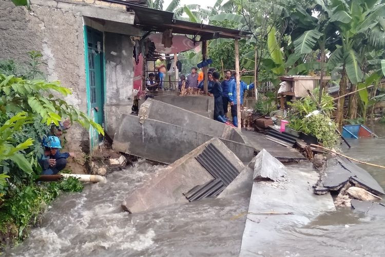 Part of house washed away as embankment collapses in South Jakarta