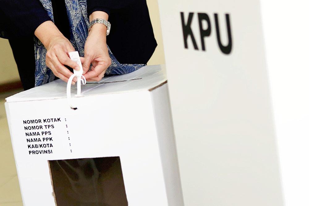 KPU says human error caused inconsistent vote recap data