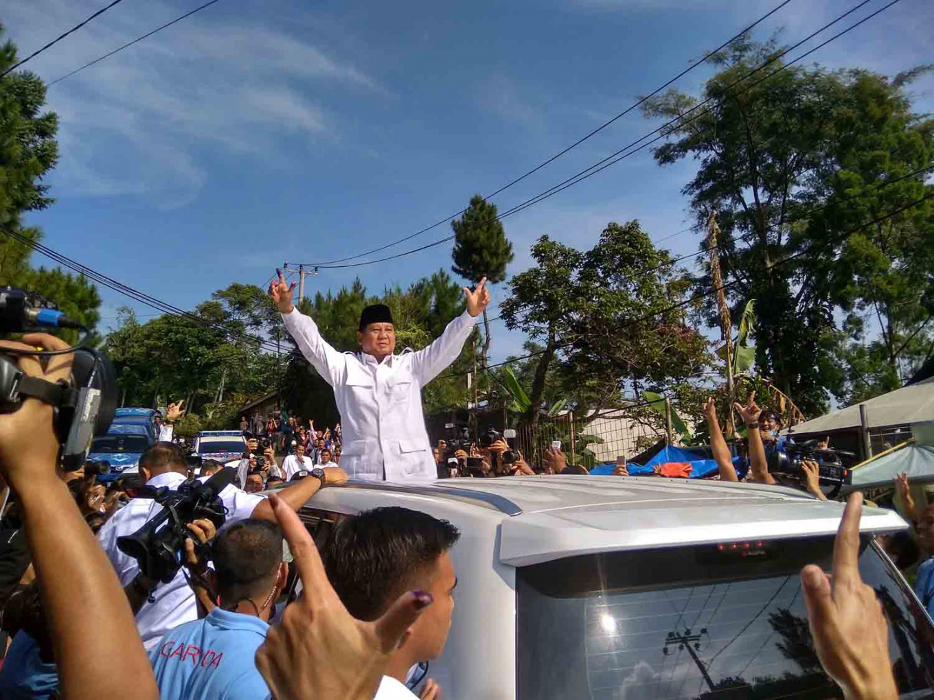 Upbeat Prabowo casts ballot in Bogor, expects to get 63 percent of vote