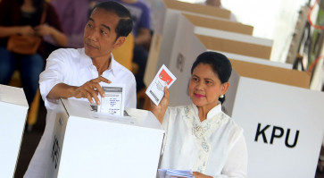 President Jokowi, first lady vote in Gambir