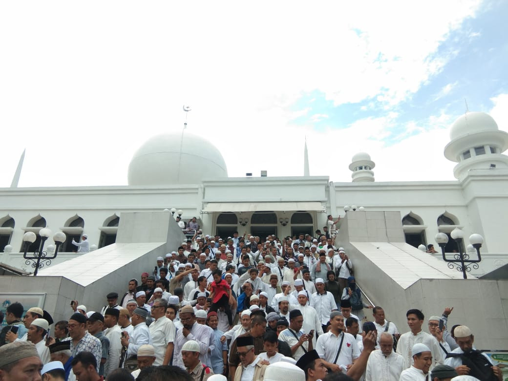 Prabowo holds mass prayers in celebration of claimed victory
