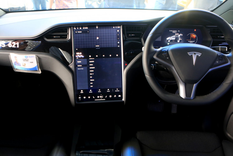 Interior of Blue Bird's Tesla Model X 75D A/T for its high-end Silver Bird service.