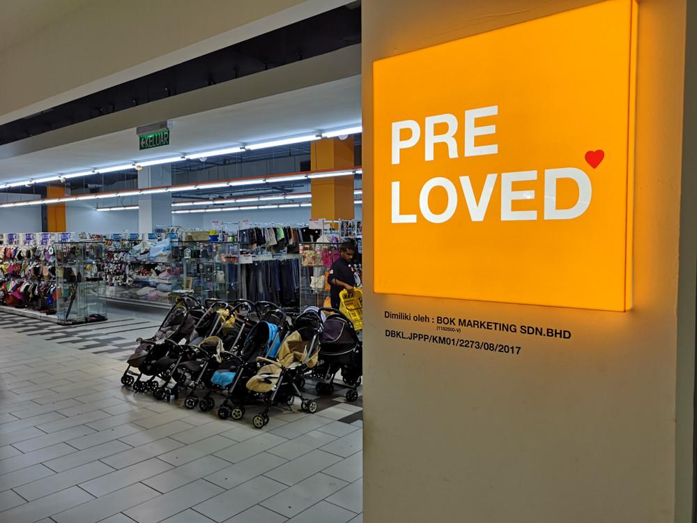 Shunning bad luck, Hong Kong buys into 'pre-loved' fashion