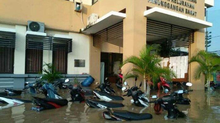 Motorcycles are submerged in flood water in front of Panunggangan Barat subdistrict office in Tangerang, Banten, on April 26.
