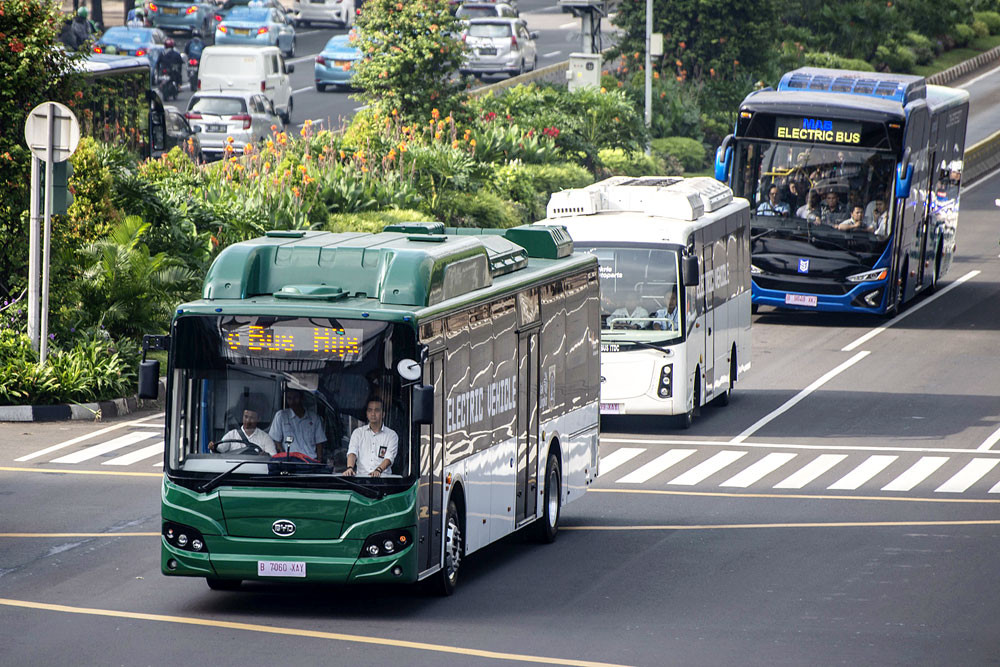 Jakarta's electric buses face regulation hurdles