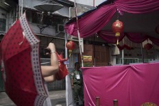 Residents of Glodok take pictures of a voting booth decorated with paper lanterns. JP/Rosa Panggabean