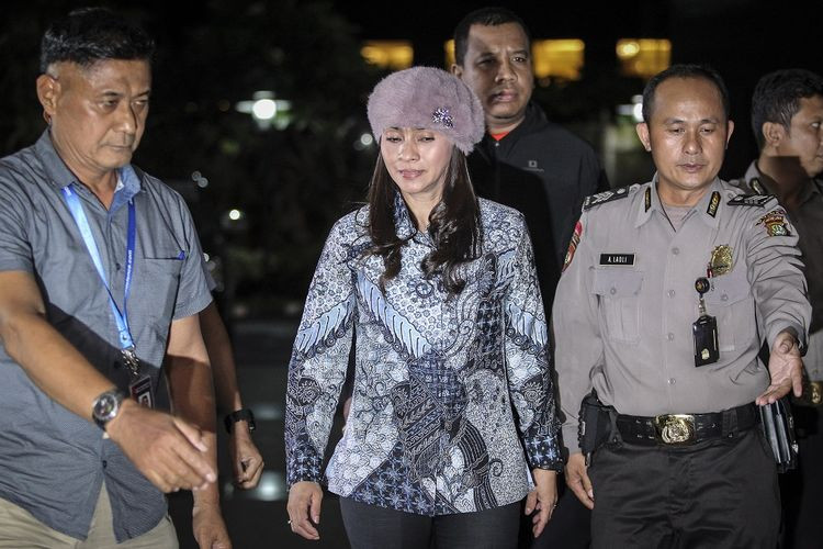 Businessman allegedly bribes Indonesian regent with diamonds, luxury bags