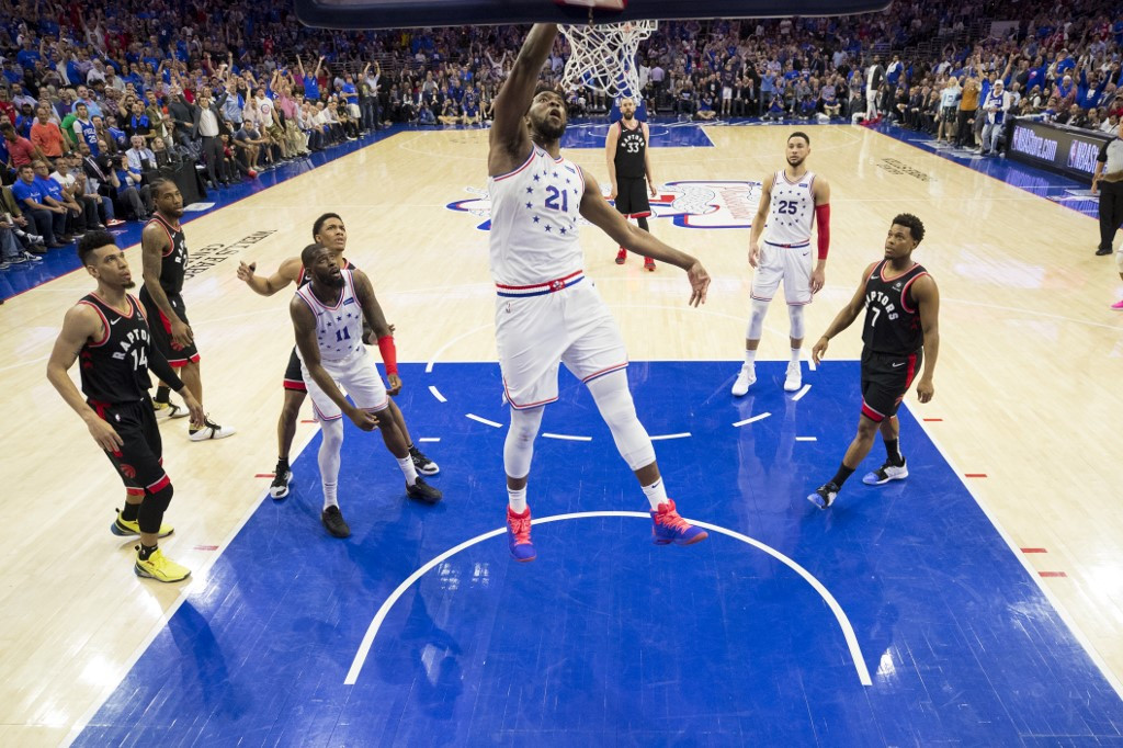 Sixers dominate Raptors to take 2-1 series lead