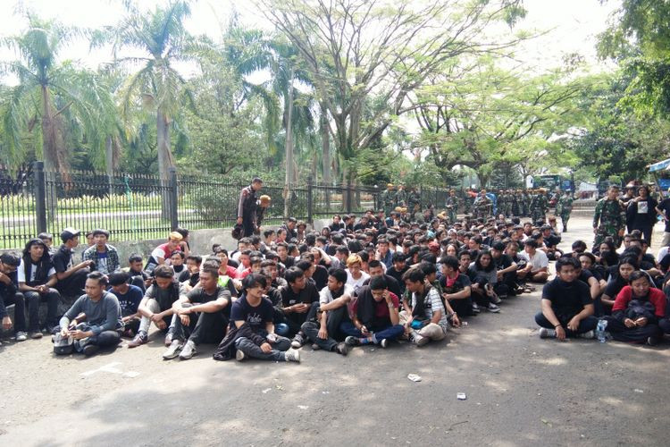 Bandung Police name two suspects in May Day chaos