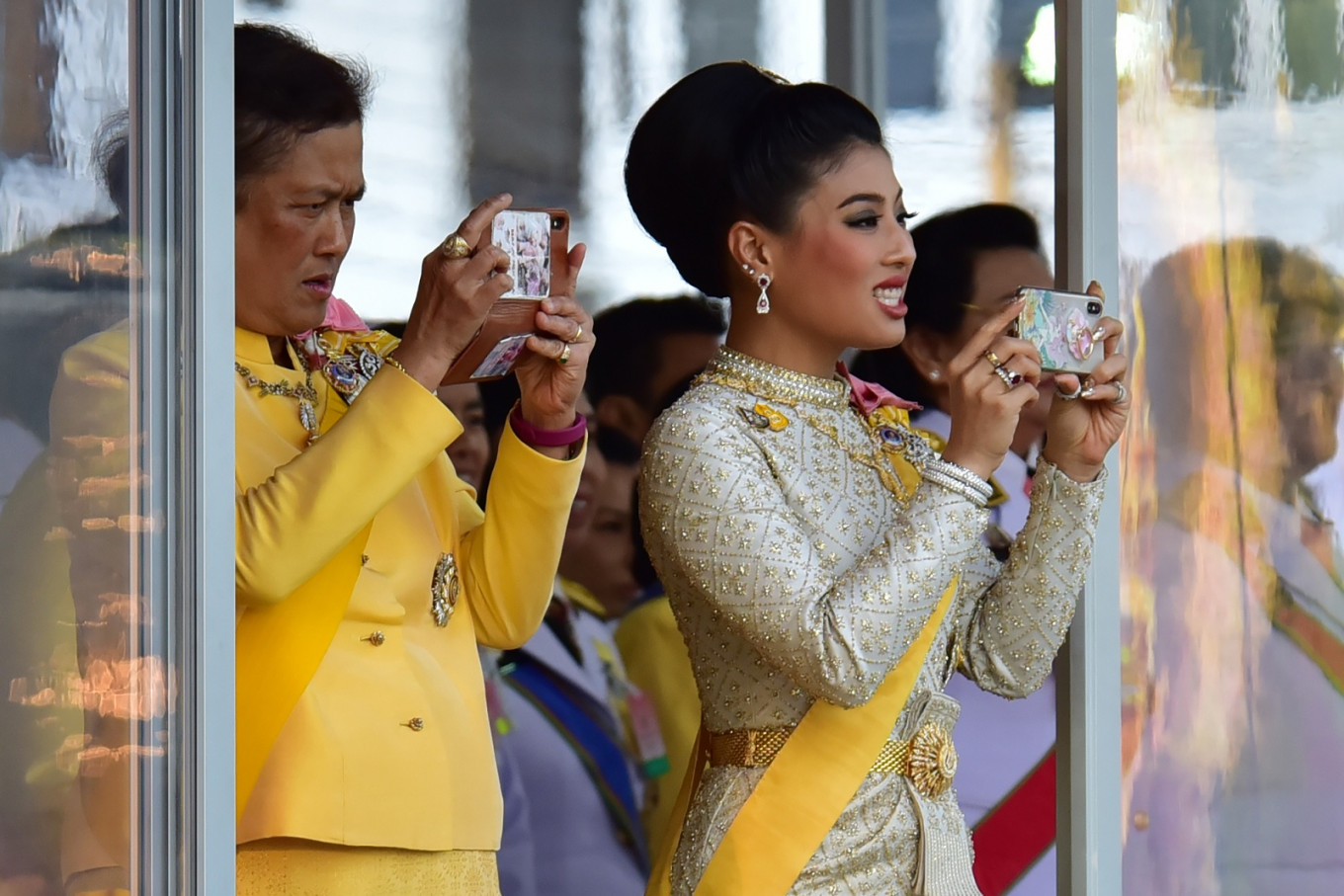 Hugs and selfies: Thai coronation gives glimpses of royal relations