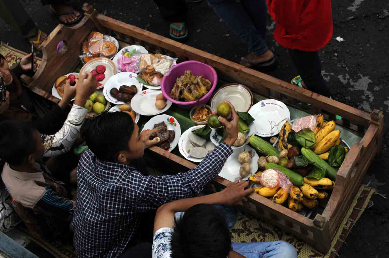 Villagers enjoy the meals prepared for the big feast during nyadran, an annual Javanese ritual held ahead of the fasting month of Ramadan. JP/Magnus Hendratmo