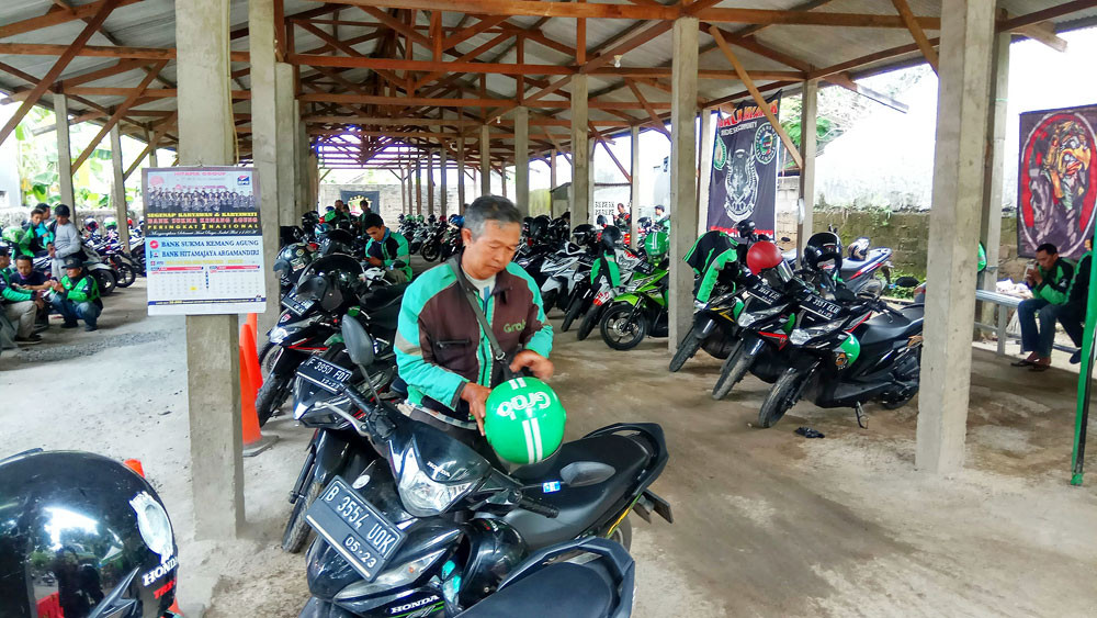 Anies wants 'ojek' drivers to keep picking up passengers despite govt restrictions