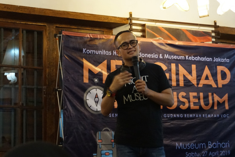 Asep Kambali, founder of Historia Indonesia Community, briefs visitors on the museum's background and the spice business before the guests explore the building on April 27, at the Maritime Museum in North Jakarta.