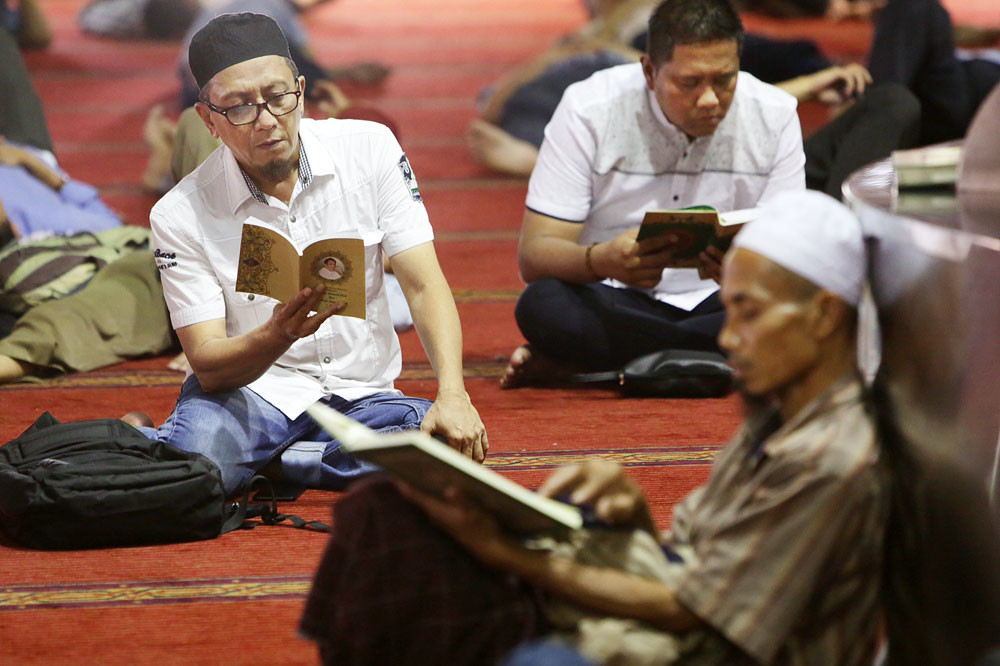 Officials in Gowa administration may lose jobs for inability to read Quran