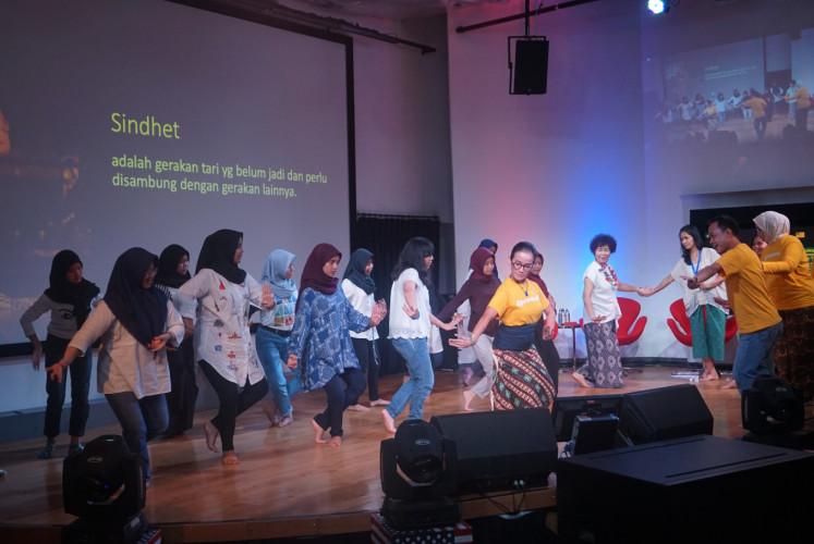 Audience members take part in a dance workshop by Purwakanthi at @america in Pacific Place shopping mall, South Jakarta, on May 7.