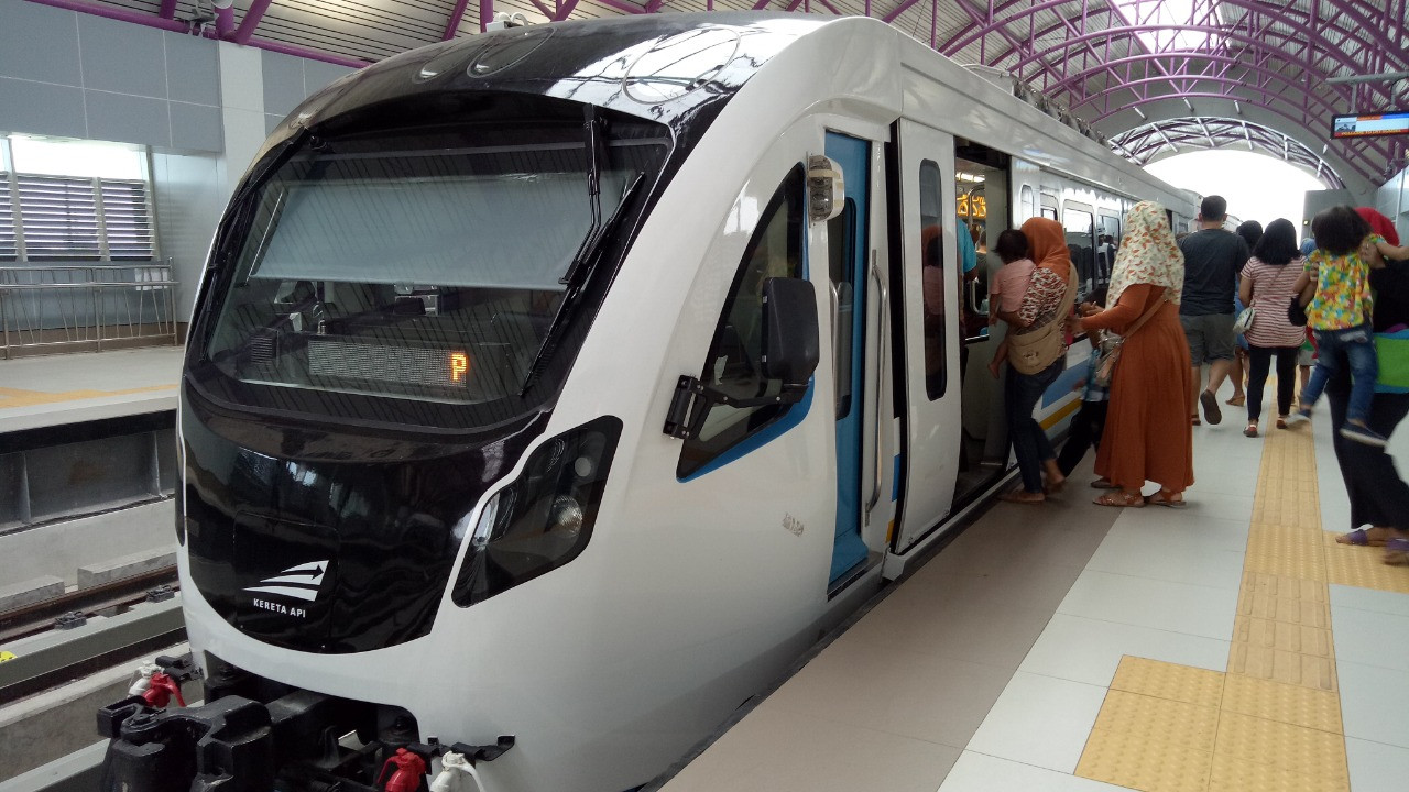 Passengers welcome to eat, drink on LRT Palembang for iftar
