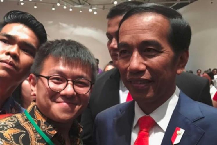 Visual effect artist Denny Ertanto (left) poses with President Joko 'Jokowi' Widodo when he visited New Zealand.