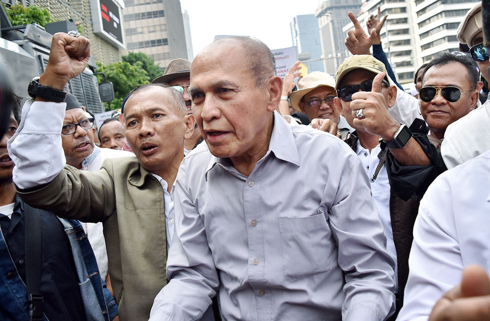 Kivlan Zen named suspect in treason case