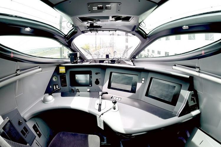 Japan tests worlds fastest bullet train