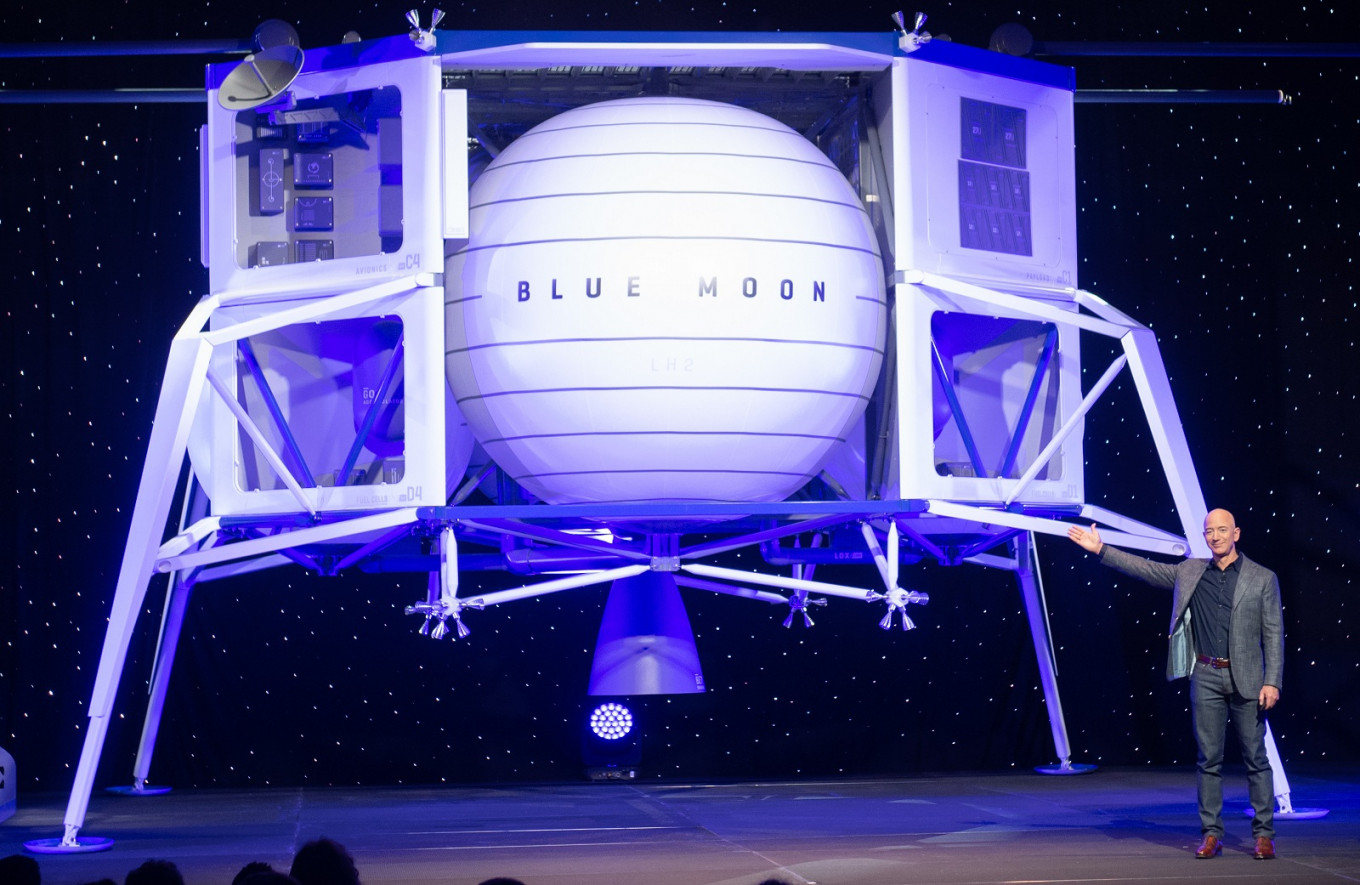Amazon's Bezos Unveils Lunar Lander Project 'Blue Moon