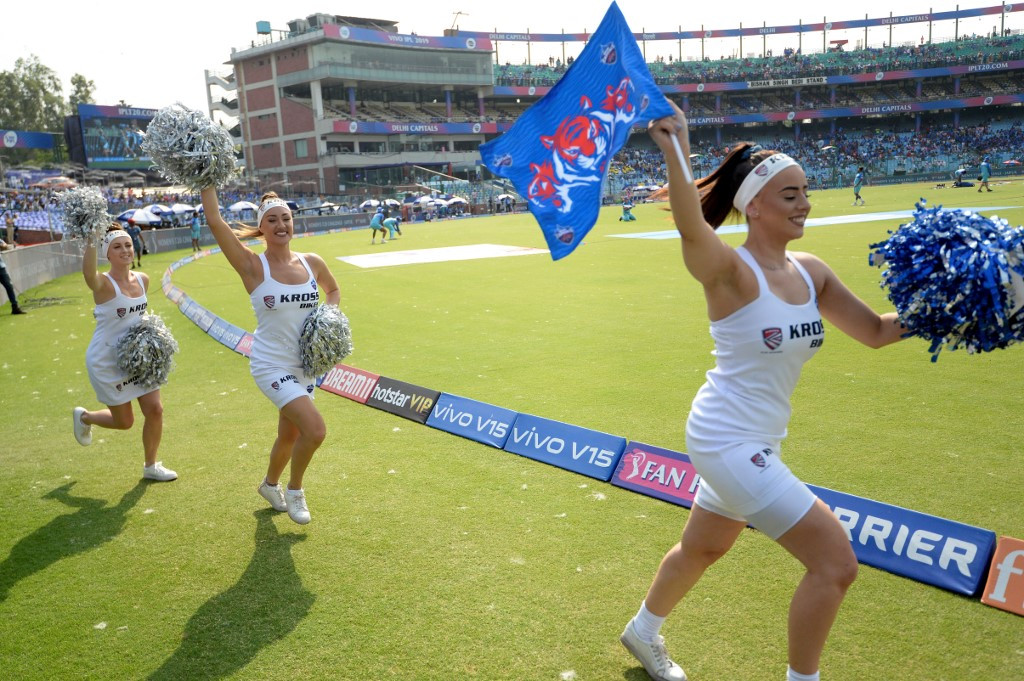 Cheerleaders challenge India's strictly cricket tradition