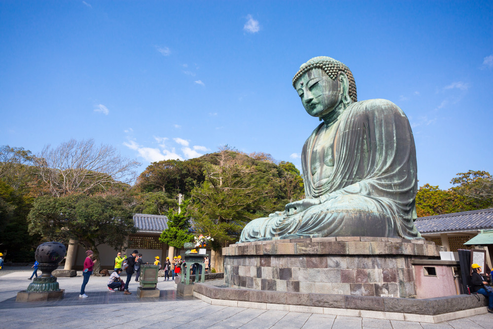 Japanese city of Kamakura asks visitors not to eat while walking