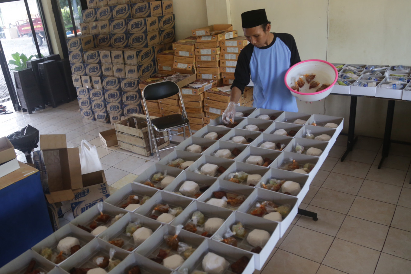 Istiqlal shares thousands of free 'iftar' meals everyday