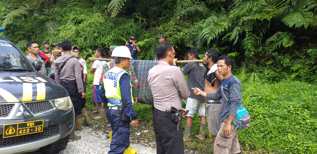 Five dead after landslides at illegal gold mine in Bogor
