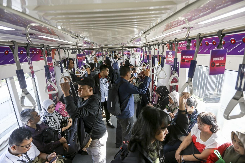 MRT Jakarta cuts train operations by half over Idul Fitri