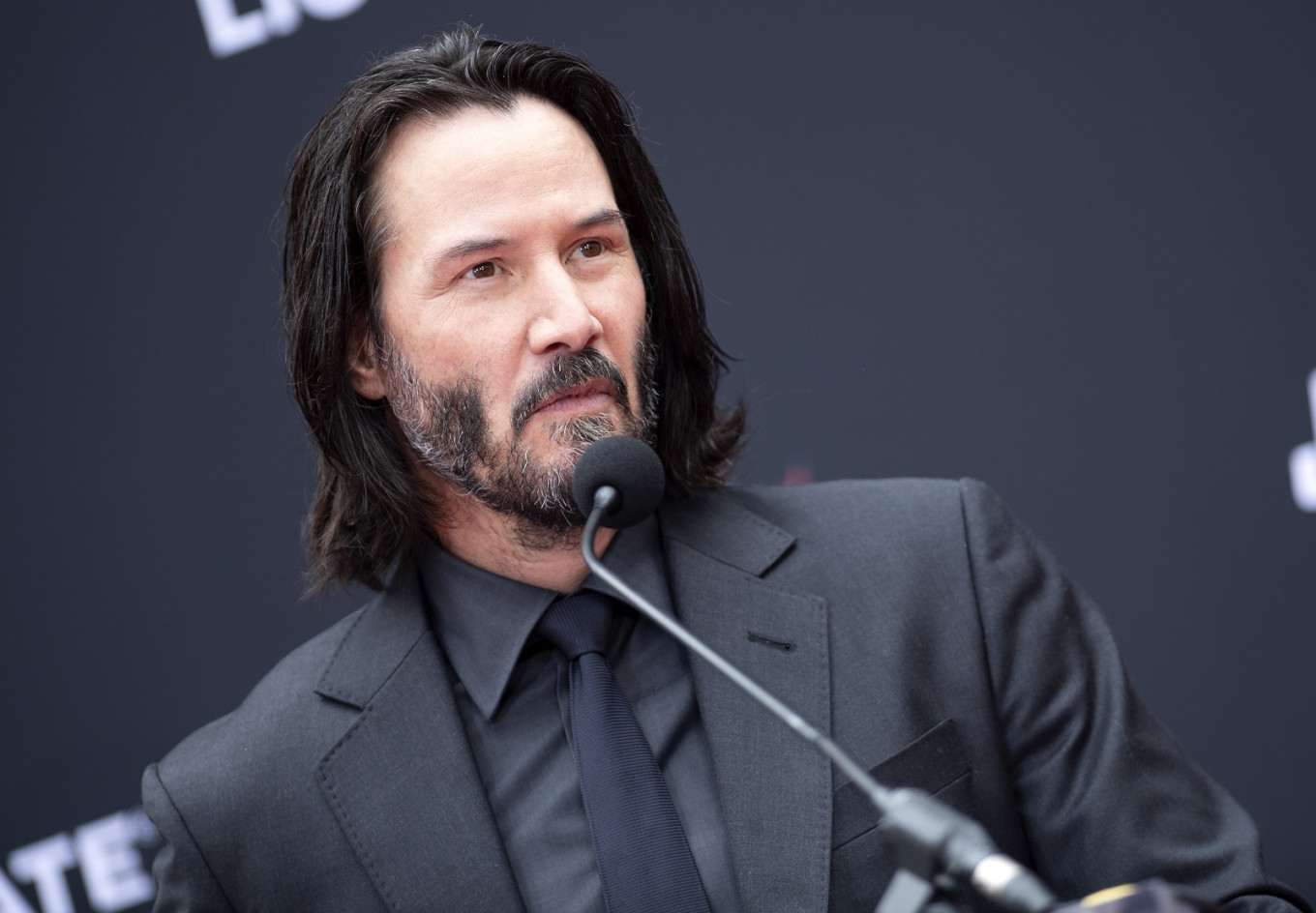 Keanu Reeves sinks hands, feet at Hollywood's Chinese ...