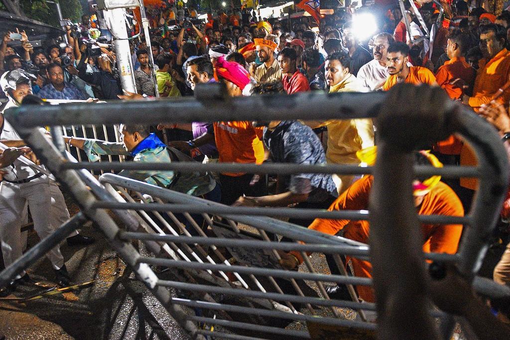 Clashes leave Kolkata on edge ahead of India vote climax