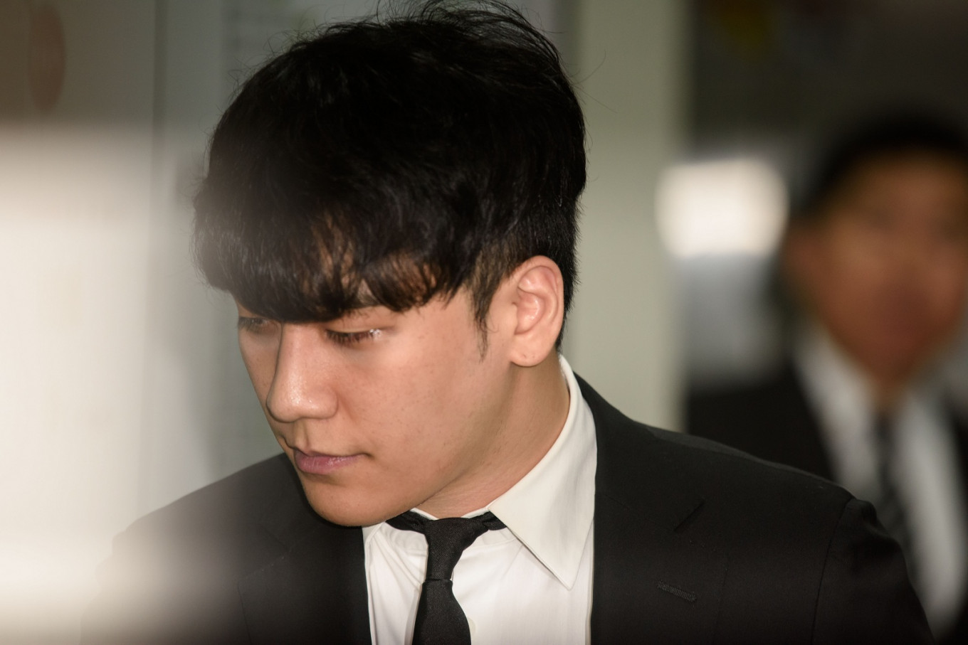 Arrest warrant sought for Seungri over procuring prostitutes, illegal gambling