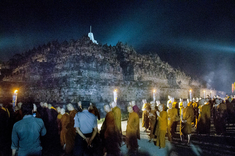 Agency calls for review of lantern festivals at Borobudur temple