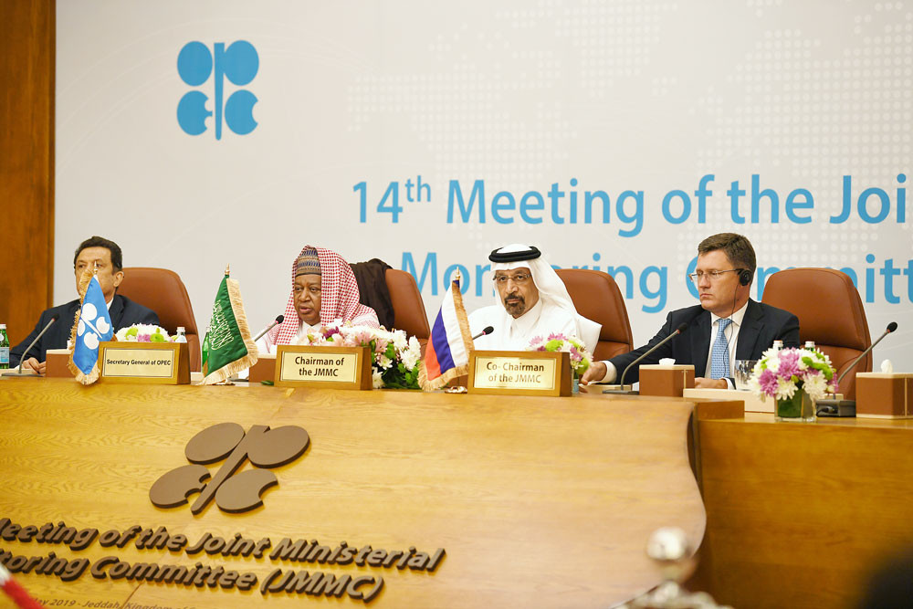 OPEC raises stakes with Russia, seeks biggest oil cut since 2008 crisis