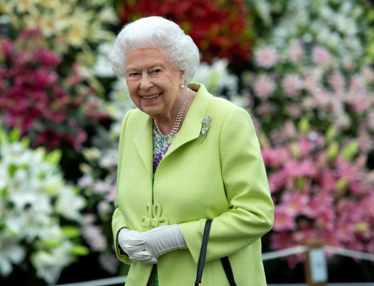 Britain's Queen Elizabeth to wear fake fur in new outfits
