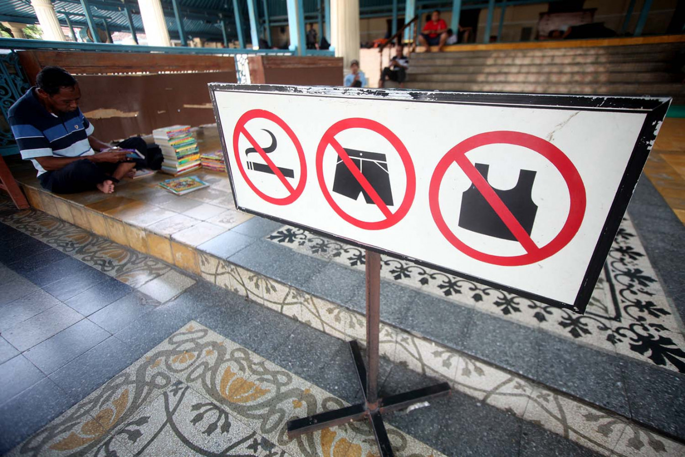 No smoking and proper attire signs are positioned at the mosque's verandah. JP/Boy T. Harjanto