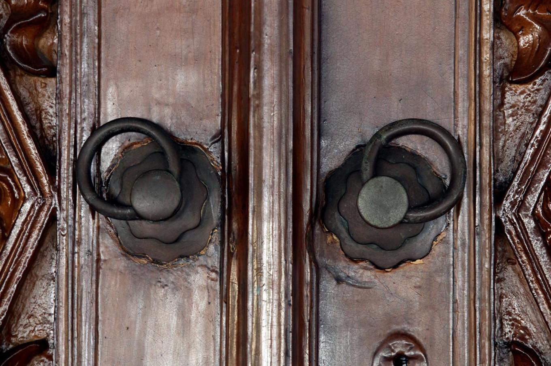 Antique knockers hang on the mosque's main door. JP/Boy T. Harjanto