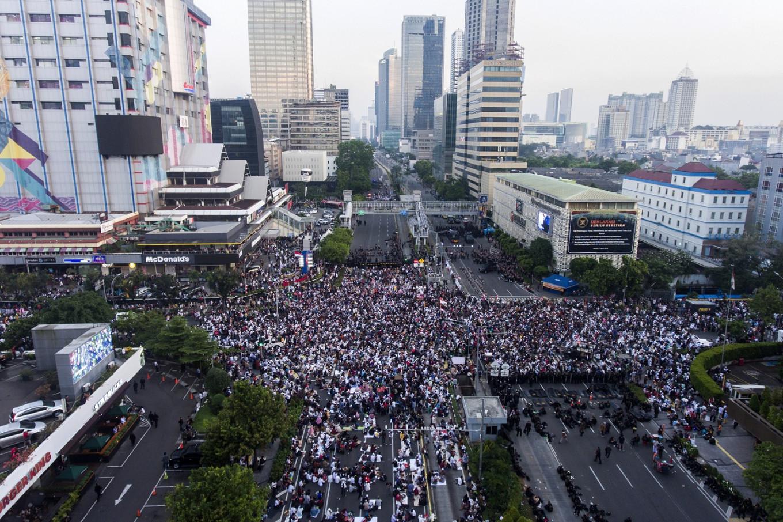 Thousands rally after announcement of Prabowo-Sandiaga defeat
