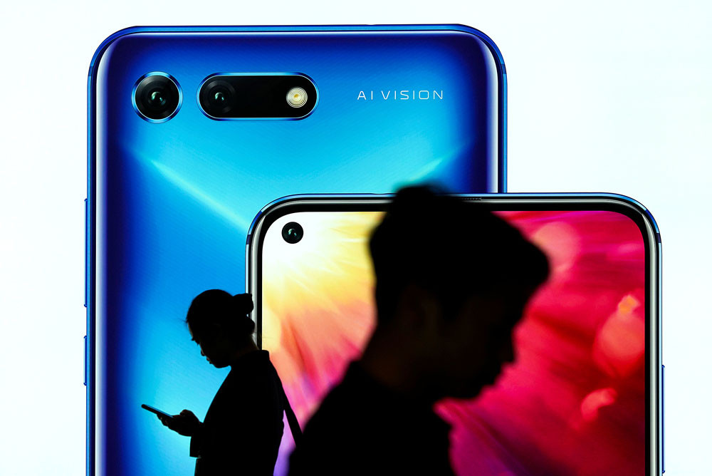 Huawei exec says goal to be world's top phone maker some time off